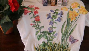 Camiseta pintada a mano con flores de Primavera
