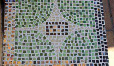 Cómo reciclar una mesa con teselas con DecoArt y Artesanía Chopo