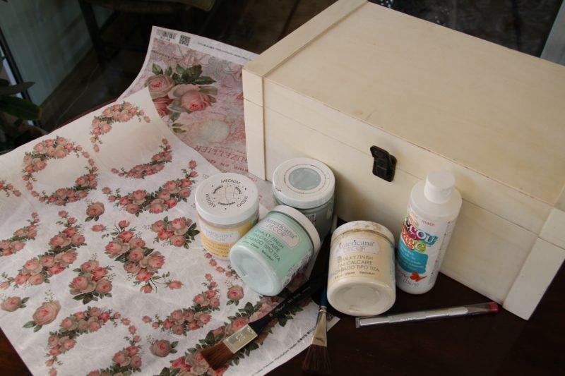 Recicla una caja de madera con pintura Chalky y la técnica Decoupage