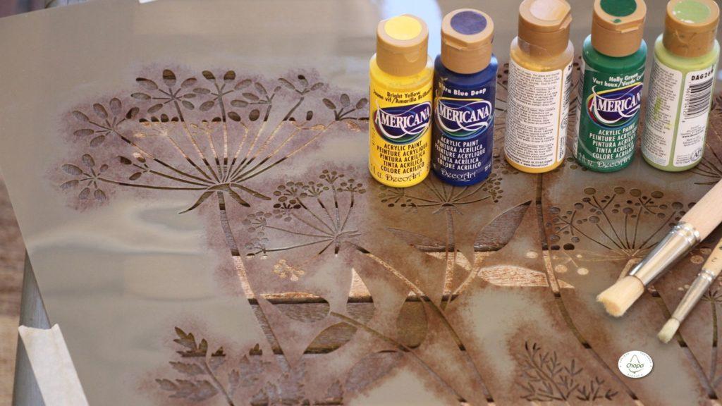 Técnicas para reciclar una mesa con pintura Stain de DecoArt y plantila5