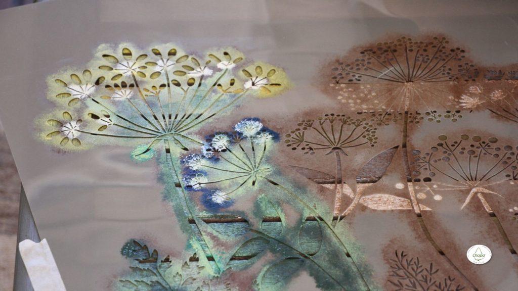 Técnicas para reciclar una mesa con pintura Stain de DecoArt y plantila6
