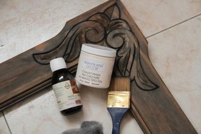 Trucos para pintar un marco con pintura chalky Decoart efecto decapado